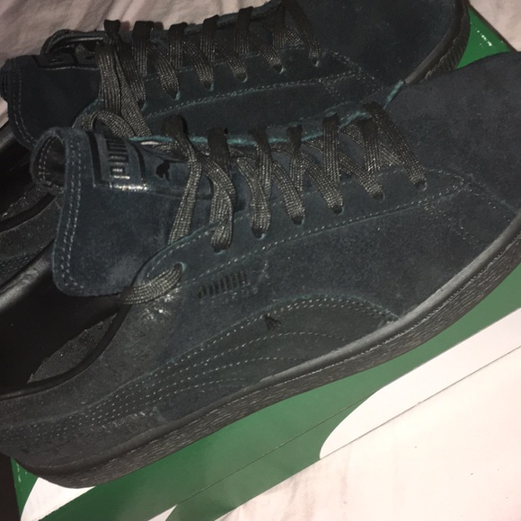 sports shoes 24529 0c786 All Black Puma Suede Classic Casual Emboss